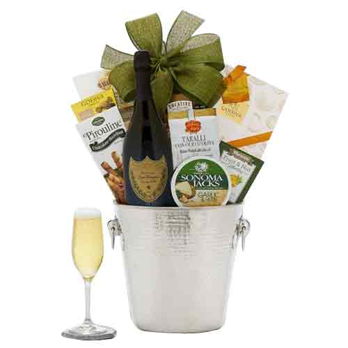 Appealing Champagne Greetings Gift Hamper for Xmas