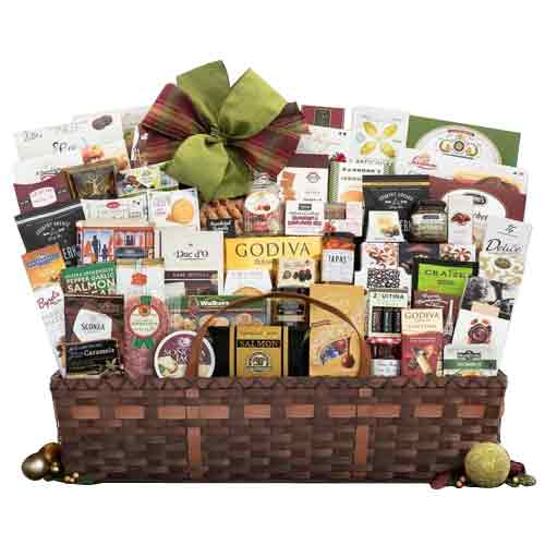 Incomparable Sweet N Treat Gift Basket for X-mas