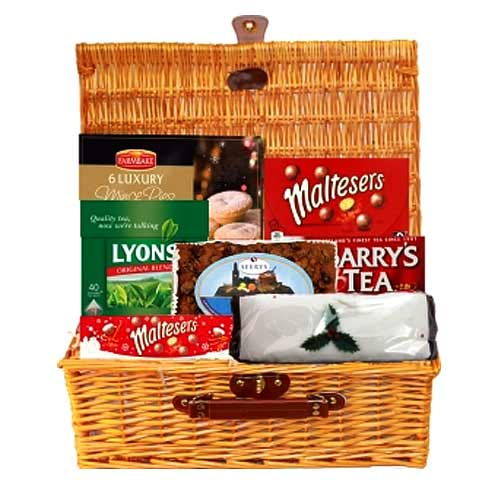 Artistic Tea Hamper for Joyful Christmas
