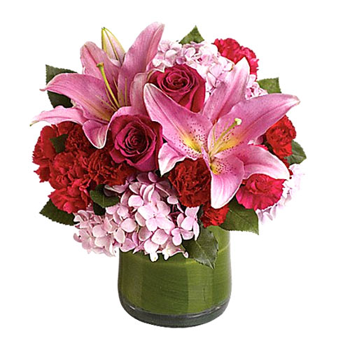 Lovely V-day Glass Vase arranged with Roses, Lilies and Hydrangea<br>