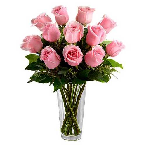 Tender Pink Color Roses beautified in a Glass Vase<br>