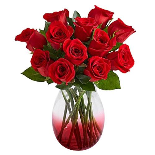 Eye-Catching Clustered Red Roses